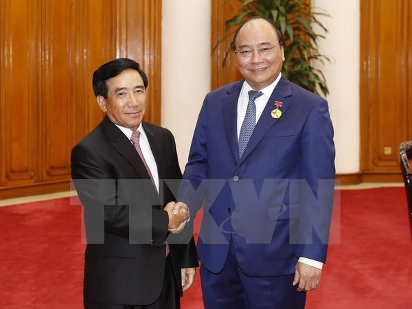 PM Nguyen Xuan Phuc pledges continuous support for Laos's nation building hinh anh 1