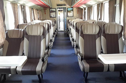 Another luxury train launched on HCM City-Nha Trang route hinh anh 1