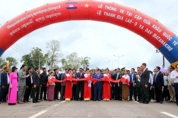 Vietnam – Cambodia border route opens to traffic hinh anh 1