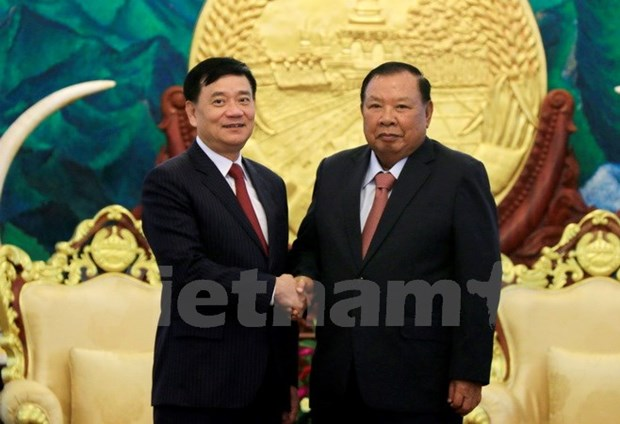 Top Lao leader hails role of Vietnam-Laos Friendship Association hinh anh 1
