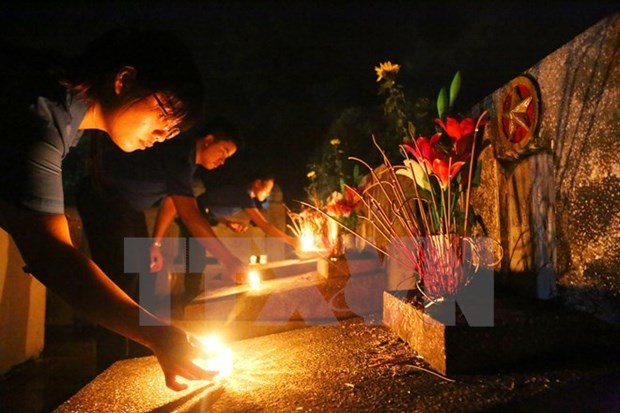 Heroic mothers, war martyrs' relatives, invalids to get gifts hinh anh 1