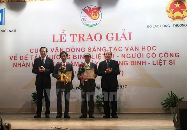 Literary works honouring Vietnamese war heroes awarded hinh anh 1