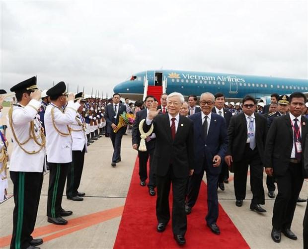 Party leader arrives in Phnom Penh, begins State visit hinh anh 1