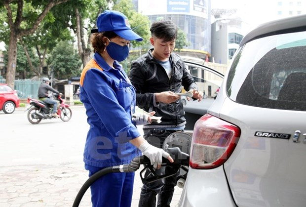 Petrol prices increased by over 300 VND per litre hinh anh 1