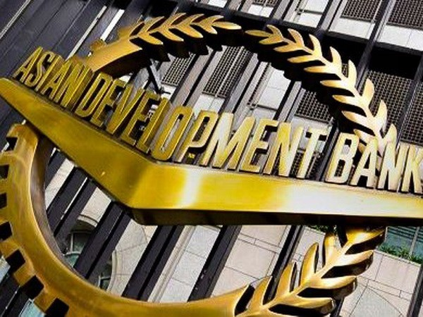 ADB sees improved growth prospects for developing Asia hinh anh 1