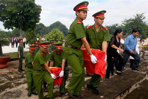 Burial service held for Vietnamese volunteer soldiers in Cambodia hinh anh 1