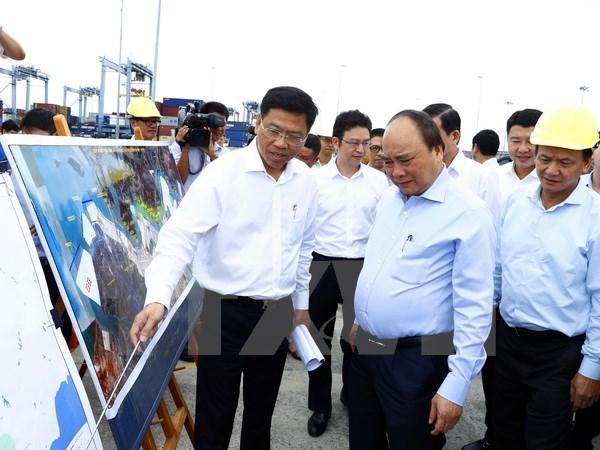 PM visits Cai Mep int'l port in Ba Ria - Vung Tau hinh anh 1