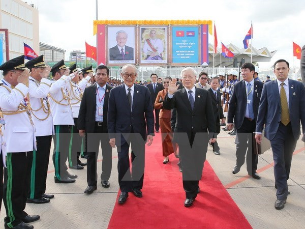 Party leader encourages Vietnam-Cambodia local-level cooperation hinh anh 1