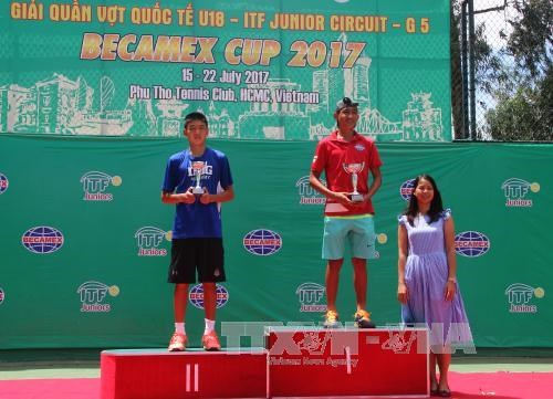 Vietnam wins men's singles champs at int'l tennis tourney hinh anh 1