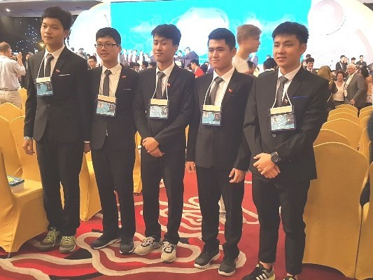 Vietnam grabs 4 golds, 1 silver at Int'l Physics Olympiad hinh anh 1