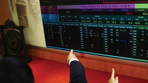 VN-Index to extend loss on inevitable correction hinh anh 1