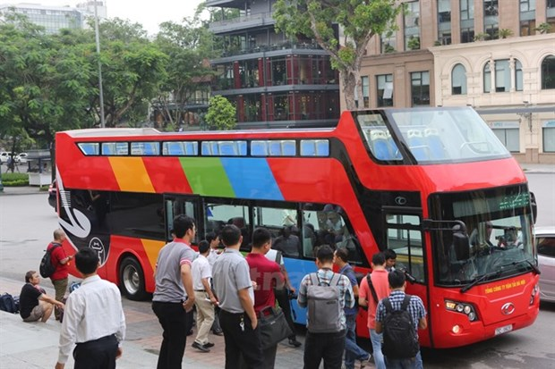 Ministry stops operation of new double-decker buses hinh anh 1