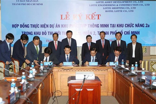 HCM City, Lotte group seal deal to build Eco Smart City hinh anh 1