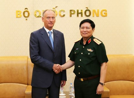 Vietnam, Russia intensify defence ties hinh anh 1