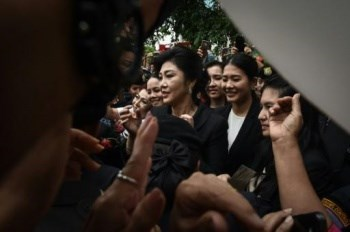 Thailand freezes former PM Yingluck's bank account hinh anh 1
