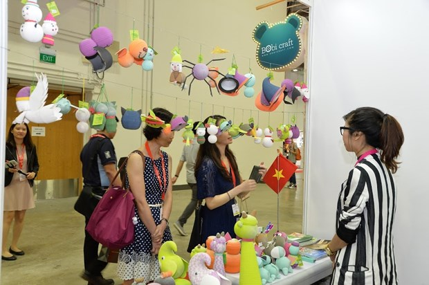 Vietnam attends international gifts fair in Singapore hinh anh 1