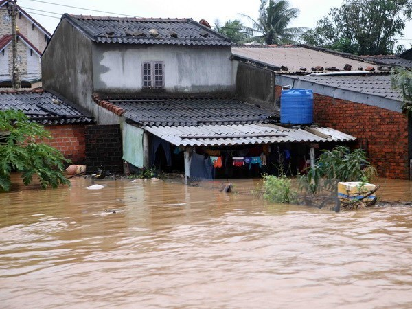 Seven Vietnamese die in flash floods, landslides in China hinh anh 1