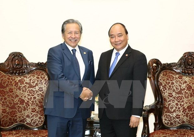 Prime Minister receives Malaysian Foreign Minister hinh anh 1