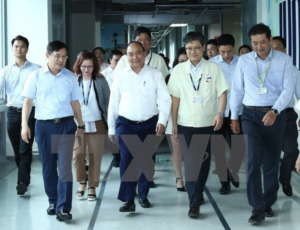 PM speaks highly of Samsung's investment in Vietnam hinh anh 1