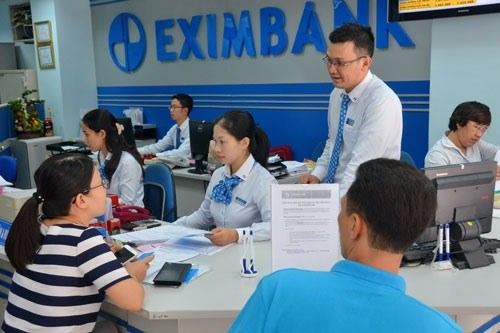 Banks cut short-term deposit interest rates hinh anh 1