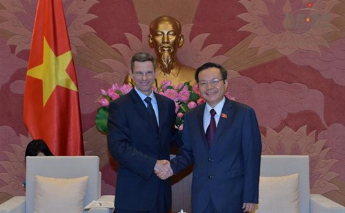 NA leader promises optimal conditions for US firms hinh anh 1