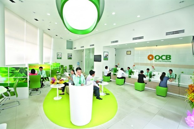Banks sprint to listing deadline hinh anh 1