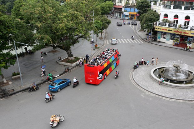 Hanoi to run double-decker tourist buses hinh anh 1