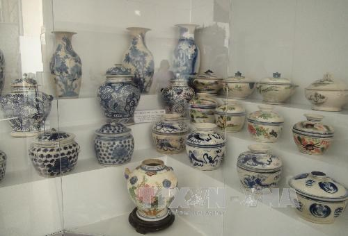 Southern region's pottery products on display hinh anh 1