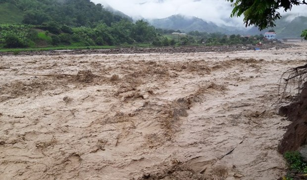 Downpour, floods, landslides ravage northern localities, one dead hinh anh 1