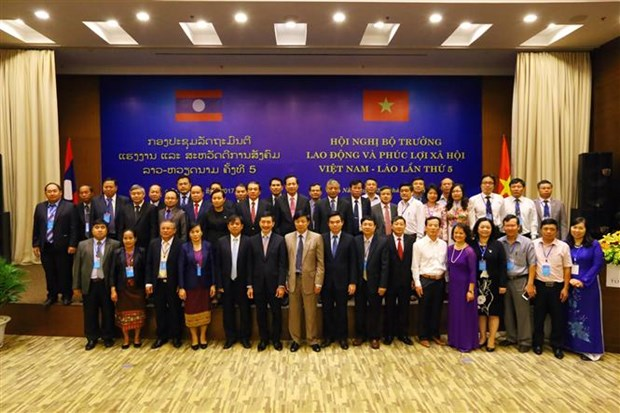 Vietnam, Laos seek to step up labour cooperation hinh anh 1