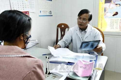 Over 50 percent of HIV carriers buy health insurance hinh anh 1