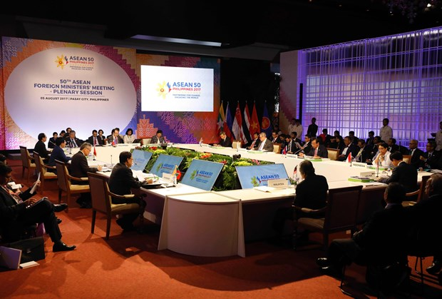 ASEAN foreign ministers agree on draft COC framework hinh anh 1