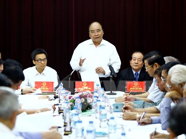 PM praises patriotism of writers, artists hinh anh 1