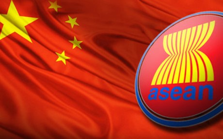 ASEAN, China officially approve draft COC framework hinh anh 1