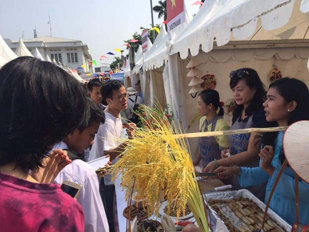 Vietnam's signature Nem introduced at food festival in Indonesia hinh anh 1