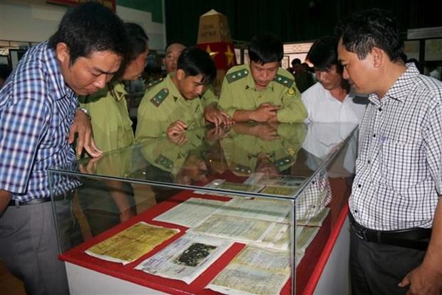 Exhibition features Vietnam's Hoang Sa, Truong Sa in Binh Thuan hinh anh 1