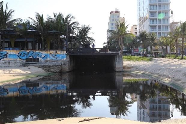 Illegal waste pollutes Da Nang's My Khe beach hinh anh 1