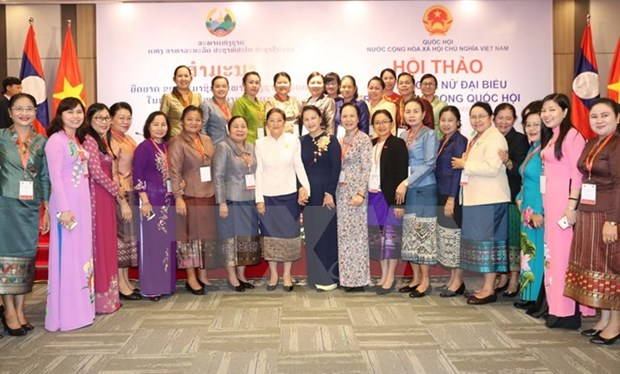 Vietnamese, Lao female lawmakers discuss role in NA's activities hinh anh 1