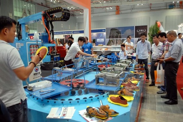 Experts: Vietnam footwear firms need to step forward hinh anh 1