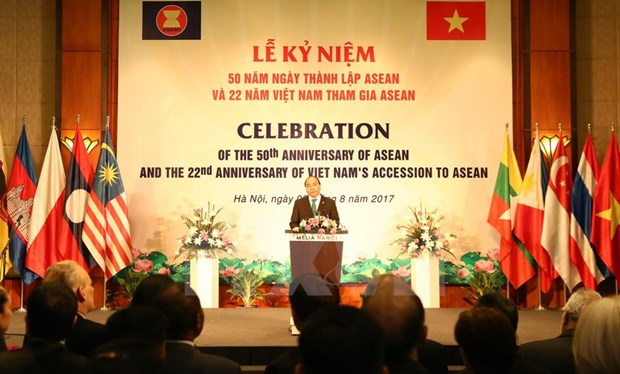 PM chairs ceremony to mark ASEAN founding anniversary hinh anh 1