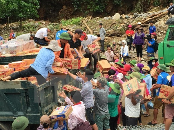 Funds raised to support flood-hit northern localities hinh anh 1