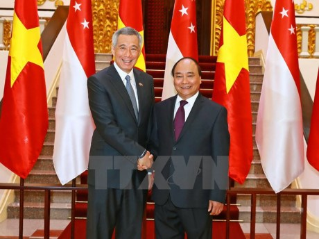 Leaders congratulate Singapore on 52nd National Day hinh anh 1