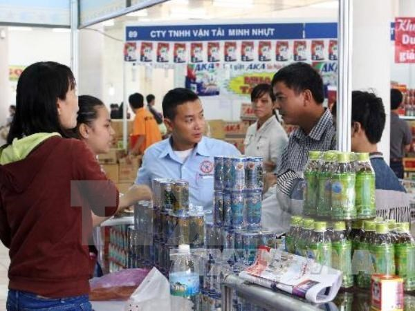 Over 500 businesses attend food, beverage exhibition hinh anh 1