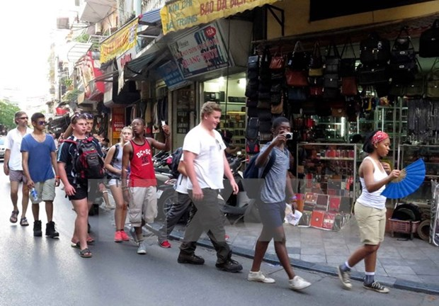 Hanoi seeks solutions to boost tourism development hinh anh 1