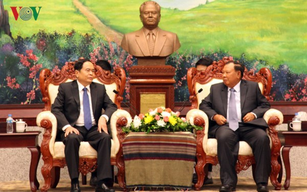 Lao leader hails effective front cooperation with Vietnam hinh anh 1