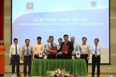 Petrolimex, BSR join hands to sell Dung Quat Refinery's products hinh anh 1
