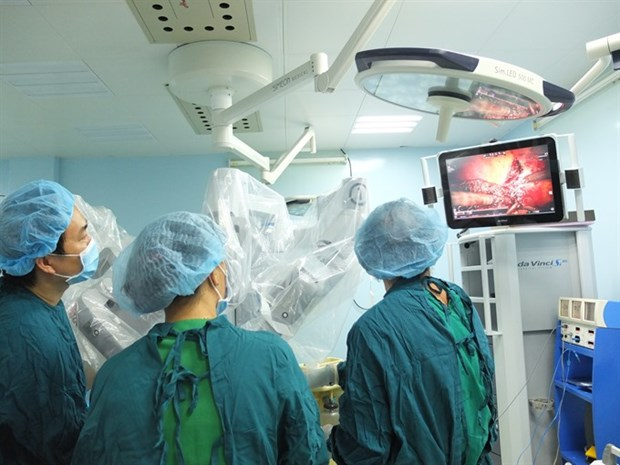 Vietnam's first robotic surgery on liver cancer patient hinh anh 1