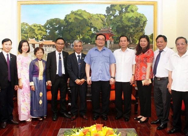 Hanoi Party official receives Baha'i community hinh anh 1