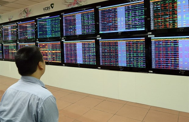 Vietnam shares tumble on global tension hinh anh 1