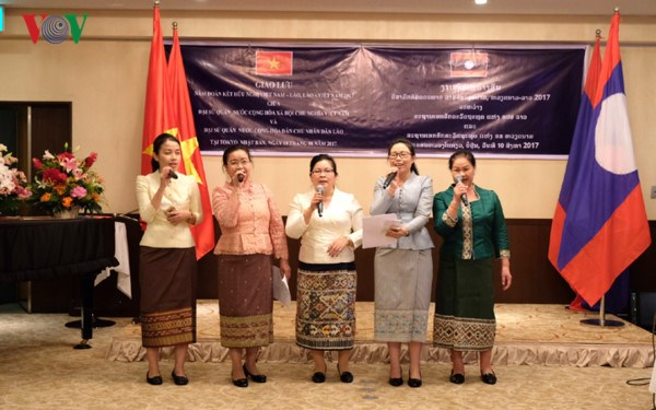 Vietnam, Laos hold friendly exchange in Japan hinh anh 1